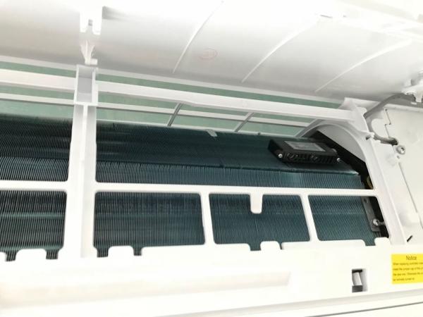 фильтр cold plasma под крышкой внутреннего блока кондиционера
